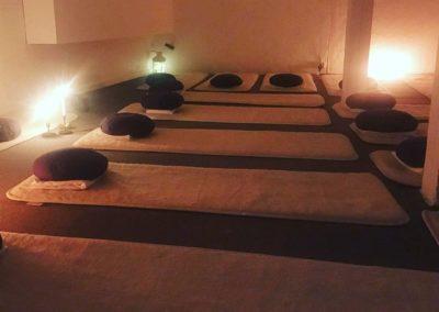 Slappna av med massage och yoga.