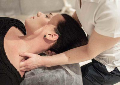 Unna dig medicinsk massage och yoga hos oss på Arheden.